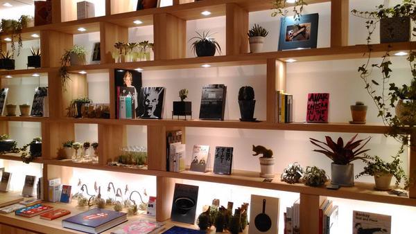 KATHARINE HAMNETT LONDON 渋谷ファイヤー通り店